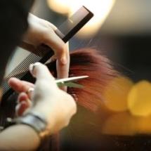 Ainsi pour votre bien-être notre coiffeuse est sur place pour vous faire coiffer et ou manucurer.