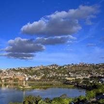 Tout d'abord, la découverte d'Antananarivo accompagnés soit à pied soit en voiture